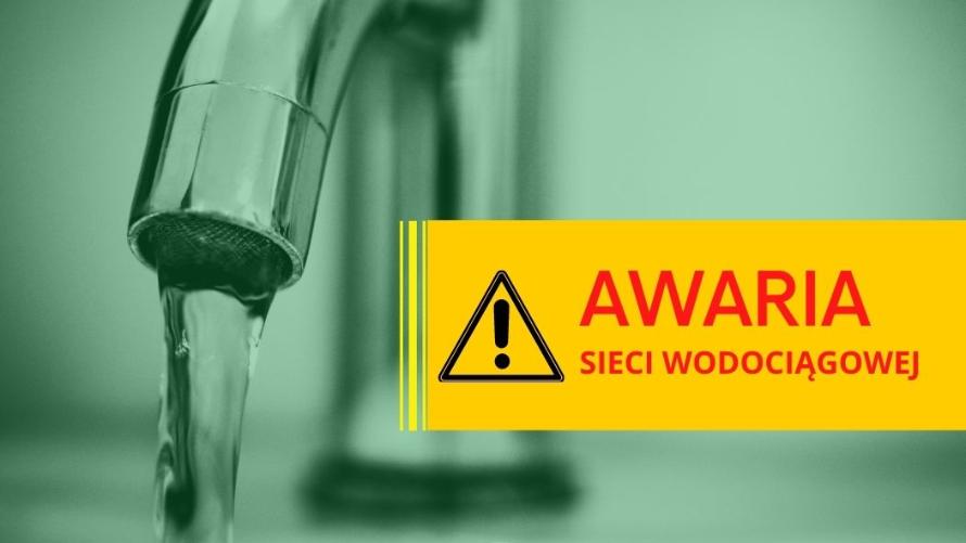 Napis awaria sieci wodociągowej oraz znak ostrzegawczy. W tle kran z wodą.